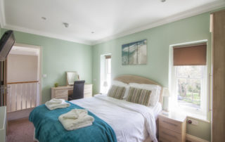 Eversley_Double_EnSuite_Bedroom. Shanklin Villa Luxury Self Catering Holiday Apartments, Isle of Wight