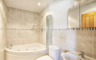 Eversley_Master_EnSuite_Bathroom.Shanklin Villa Luxury Self Catering Holiday Apartments, Isle of Wight