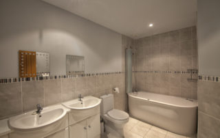 Montague_EnSuite_Master.Shanklin Villa Luxury Self Catering Holiday Apartments, Isle of Wight