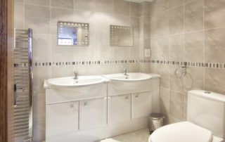 Mountbatten_EnSuite_Master. Shanklin Villa Luxury Self Catering Holiday Apartments, Isle of Wight.
